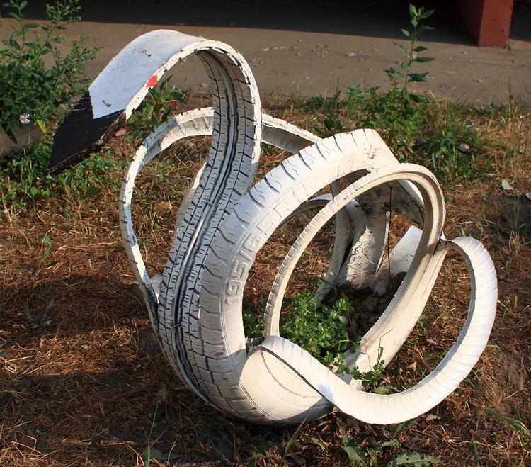 Поделки из старых покрышек своими руками: лебедь