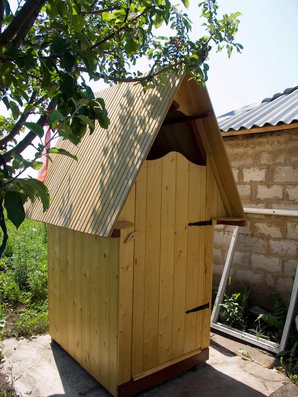 Дачный туалетный домик - фото