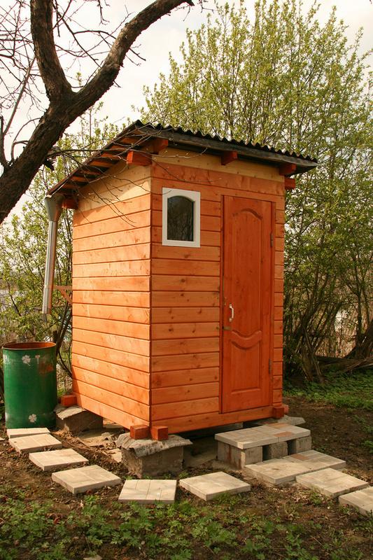 Туалет на даче с плоской крышей
