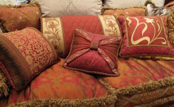 Декоративные подушки в индийском стиле