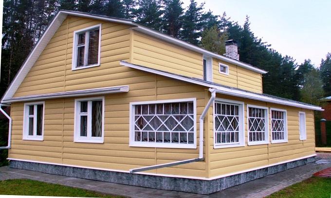 дом отделанный виниловым сайдингом